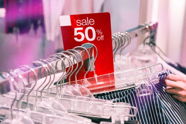 Lohnt es sich, Kleidung beim Verkauf zu kaufen?